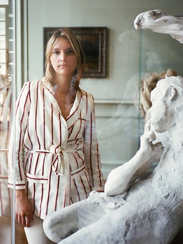 Lucilia Chenel dans sa galerie