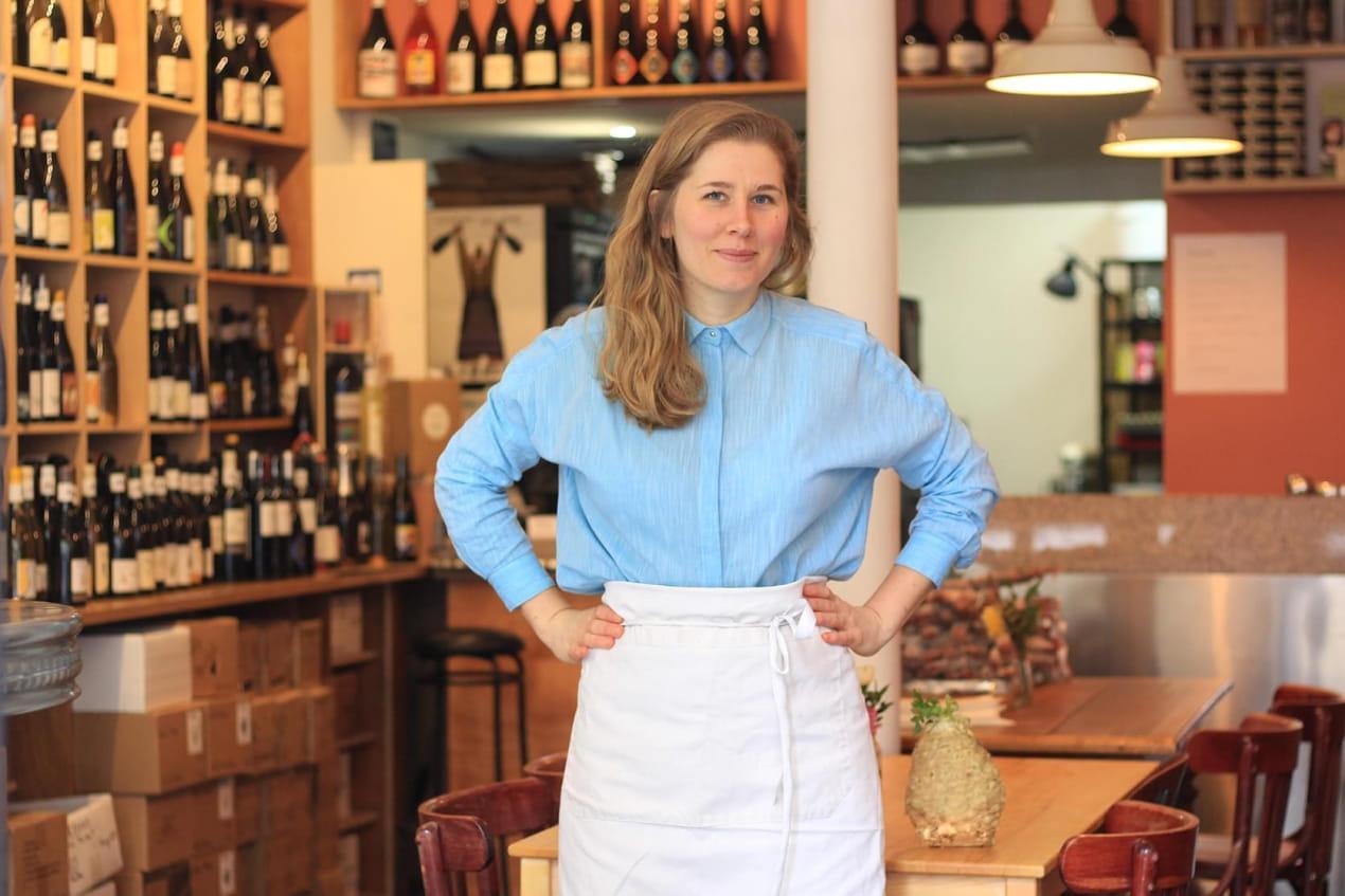 Linda Granebring dans le restaurant A quai