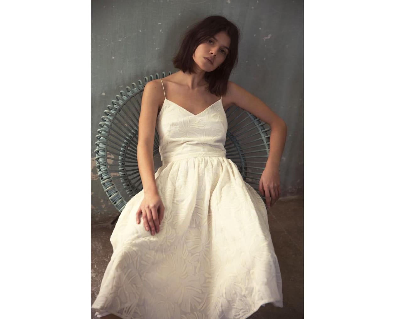 femme-assise-robe-love-night