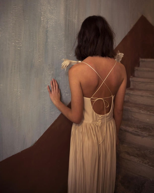 femme-dos-robe-croisée-triana