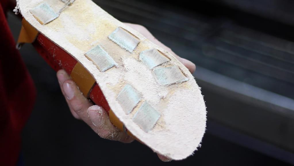 Encollage semelle sandale